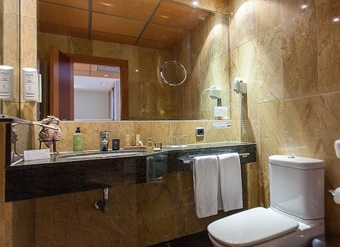 Functional and fully equipped bathrooms