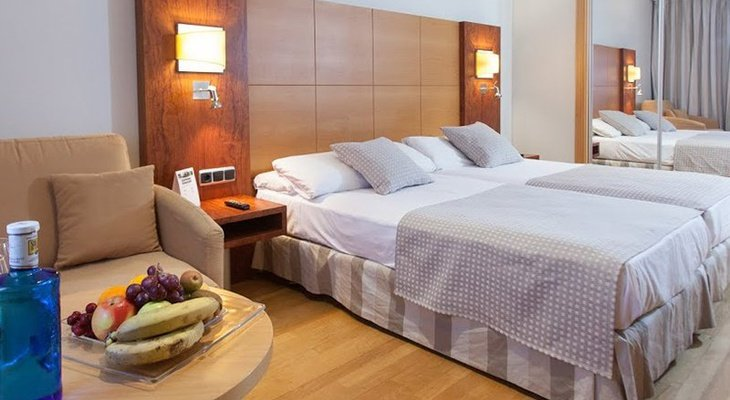 The Sercotel Gran Fama Hotel has 30 twin rooms designed ...